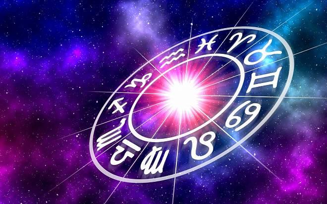 Týdenní horoskop od 26. července: Býci budou nápadití, Panny čeká odpočinek a Střelci si musí dát pozor na pusu