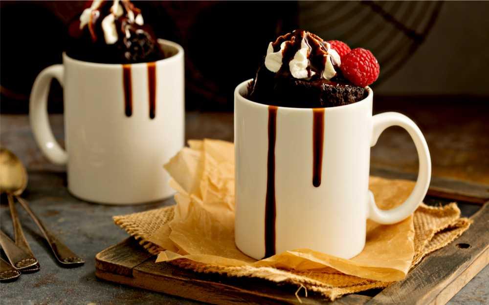 Mug cakes aneb hrnečkové dortíky - jak si tuto dobrotu připravit v jednom hrnku za pár minut